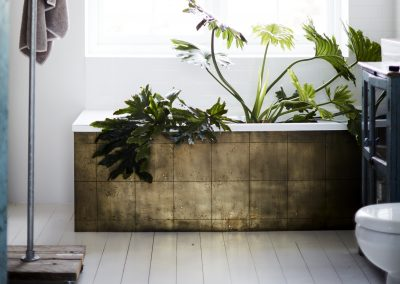 debi bath landscape BRASS BATHROOM INSPIRATION